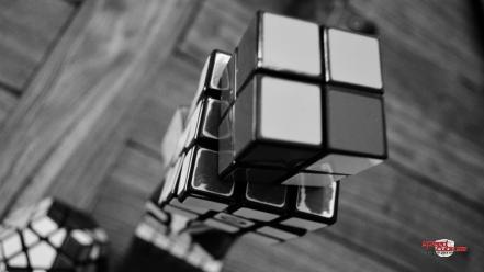 Два черных кубика загрузить