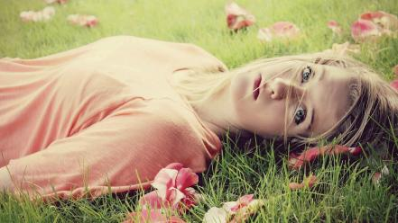 Blue leaves grass lips lying down faces Wallpaper
