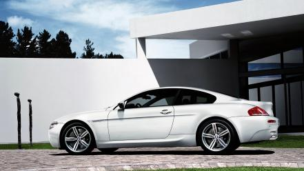 M6 White Left Side Wallpaper