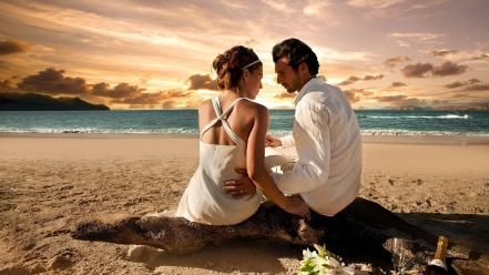 Love beach couple Wallpaper