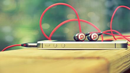 Close-up apple inc. iphone 4s beats audio wallpaper