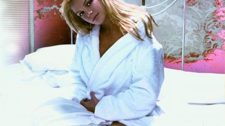 Britney spears bed Wallpaper