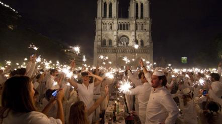 Paris notre dame diner white clothes wallpaper