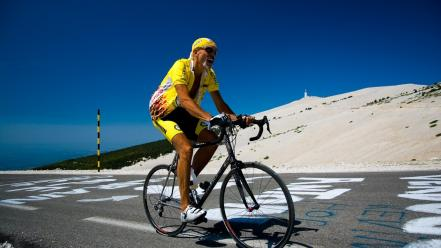 Climbing men giant sunglasses cycling attila wallpaper