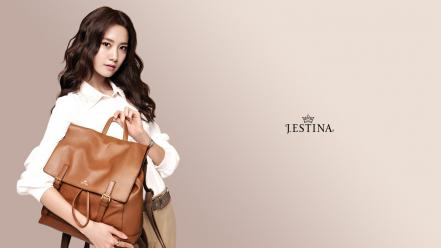 Asians korean im yoona handbag beige background Wallpaper