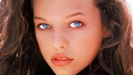Eyes actresses teen young milla jovovich faces wallpaper