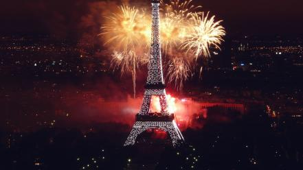 Fireworks At Eiffel Tower wallpaper