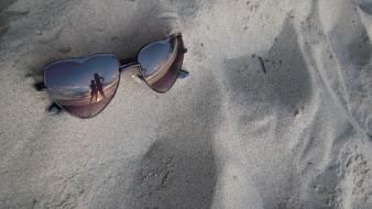 Beach sand silhouette sunglasses reflections wallpaper