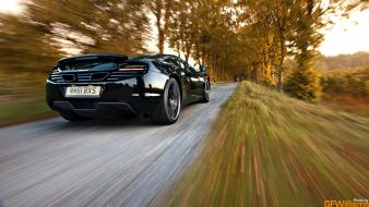 Vanishing point mclaren mp4-12c blurred background wallpaper