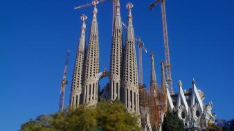 La sagrada familia architecture wallpaper
