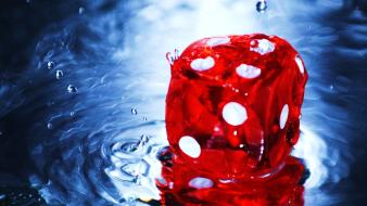 Dice water wallpaper
