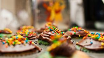 Cupcakes depth of field desserts food sprinkles wallpaper