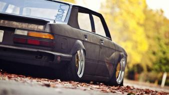 Bmw rusty slammington autumn cars fallen leaves wallpaper