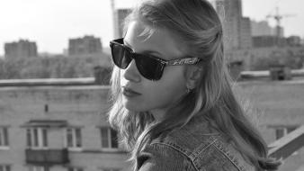Blondes women sunglasses grayscale wallpaper