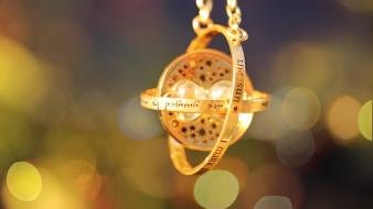 Gold harry potter bokeh time travel pendant medalion wallpaper