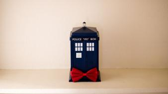 Tardis bows doctor who objects wallpaper