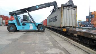 Trucks trainway containers maersk line wallpaper