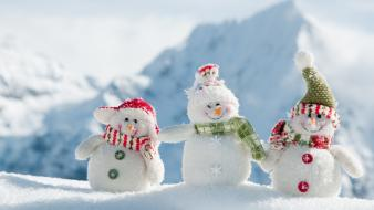 Winter snow sun snowmen blurred natural Wallpaper