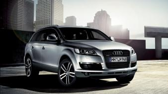 Audi Q7 In Town wallpaper