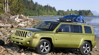 Jeep Patriot Lake wallpaper