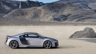 R8 Silver Desert Side wallpaper
