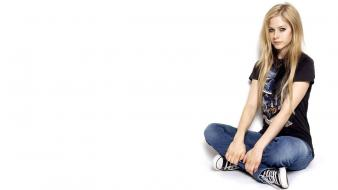 Jeans avril lavigne celebrity singers sitting canadian wallpaper