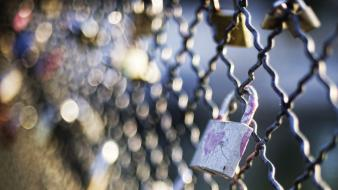 Close-up fences bokeh locks chain link fence Wallpaper