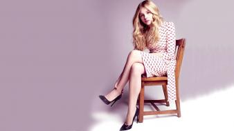 Long hair high heels chloe moretz sitting wallpaper