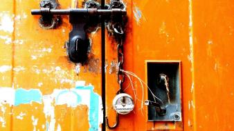 Street art chains locks doors india wallpaper