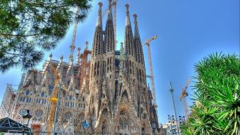 Barcelona spain cathedral sagrada familia antonio gaudi wallpaper