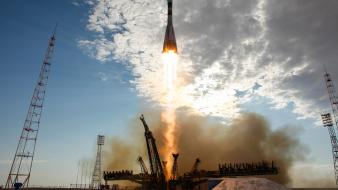 Rockets spaceships soyuz baikonur roskosmos lift off Wallpaper