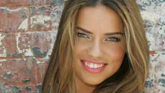 Adriana Lima Smiling wallpaper