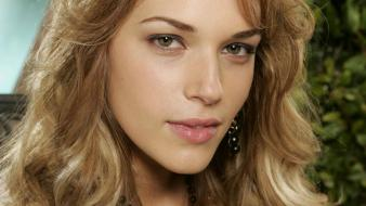 Amanda Righetti Face wallpaper
