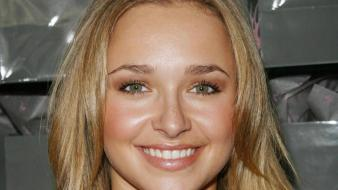 Hayden Panettiere Smiling Wallpaper