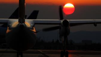 Sunset aircraft aviation de havilland dash 8 off-center wallpaper