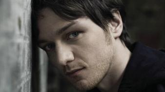 Blue eyes actors james mcavoy leaning wallpaper