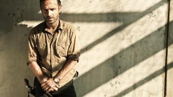 Tv series yard andrew lincoln zombie apocalypse wallpaper