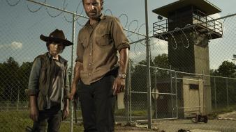 Yard andrew lincoln zombie apocalypse chandler riggs wallpaper