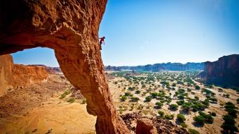 Mountaineers rock climbing shrubs formations chad (country) wallpaper