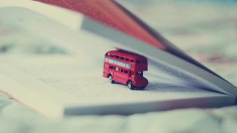 Books bus macro wallpaper
