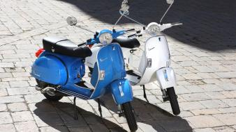 Vespa motorbikes wallpaper