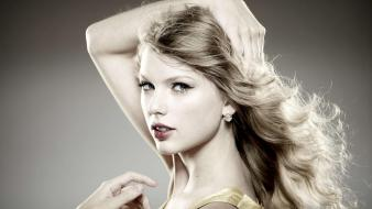 Taylor swift celebrity singers faces arms raised wallpaper