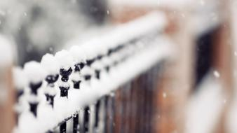 Winter snow fences depth of field Wallpaper