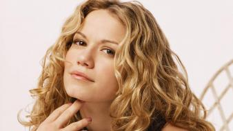 Bethany Joy Galeotti Face wallpaper