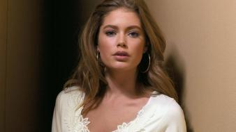 Doutzen Kroes Look Wallpaper