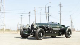 Green outdoors classic bentley wallpaper