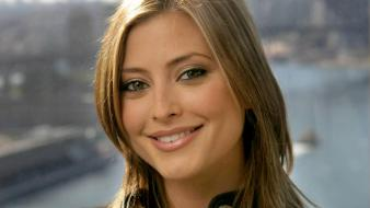 Holly Valance Smile wallpaper