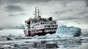 Water snow ships wallpaper