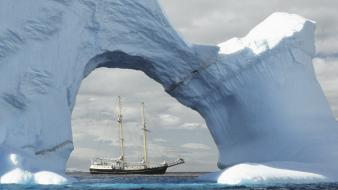 Sailing antarctica wallpaper