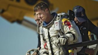 Bull base jumping jump felix baumgartner stratos wallpaper